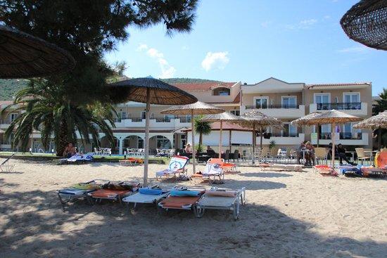 Rachoni Bay : plaża piaszczysta, łagodne dno