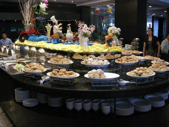 Chaophya Park Hotel : Breakfast