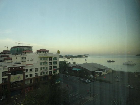 Le Meridien Kota Kinabalu: View from partial ocean view room