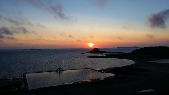Hotel Restaurant De La Porte Saint-Pierre: Magnifique coucher de soleil depuis la chambre