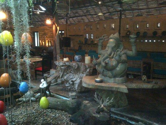 Ceramic Kitchen Phuket: Decor