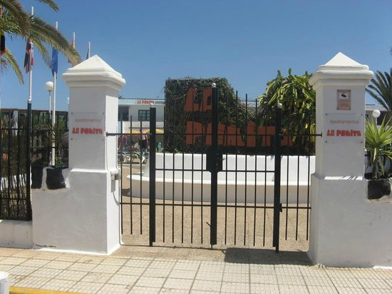 La Penita Apartments : Main gate