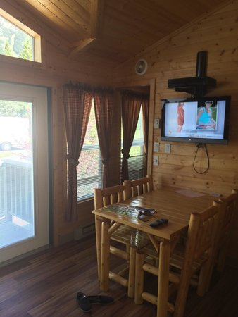 West Glacier KOA: Medium Deluxe Cabin 03