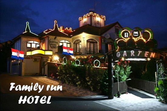 Hotel Garten : Garten in the night