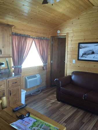West Glacier KOA : Medium Deluxe Cabin 03