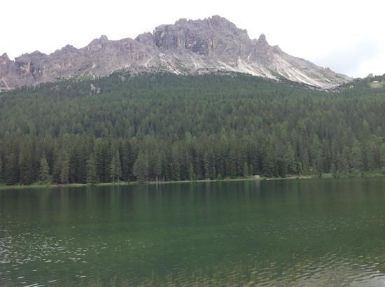 Lago di Misurina: montagne circostanti