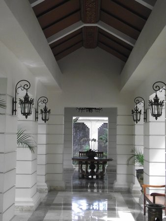 The Phoenix Hotel Yogyakarta - MGallery Collection: Just a normal walk down the hall