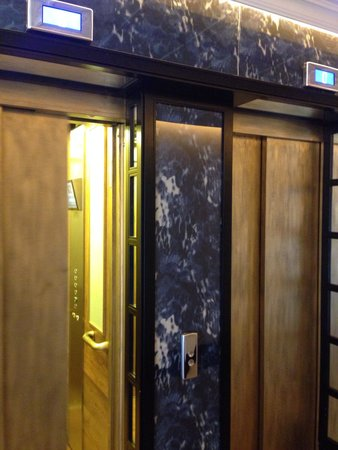 Only YOU Boutique Hotel Madrid: Modern and pretty elevators (love all the details in this hotel)