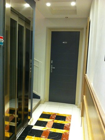 Pincio: Hallway and lift