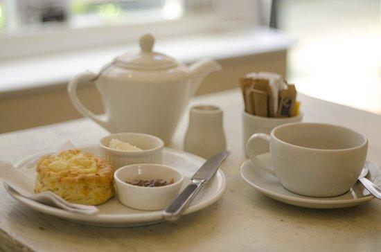 The Tea House: Loose Leaf English Breakfast Tea & a cheese scone with cream cheese & onion chutney