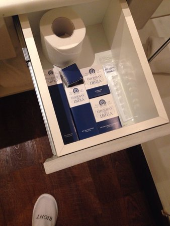 Only YOU Boutique Hotel Madrid : More bathroom stuff and sleepers