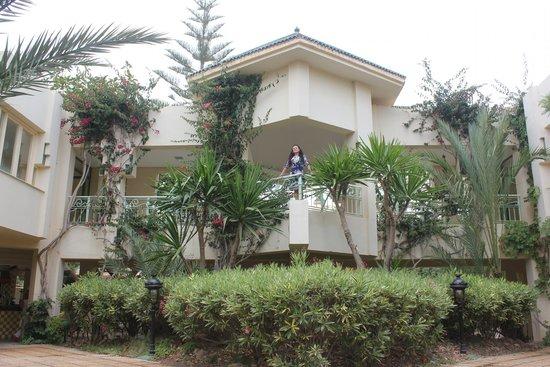 Nahrawess Hotel : балкон в воздушном коридоре отеля