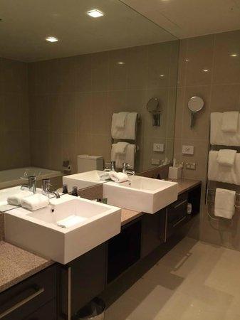 Hilton Lake Taupo: Nice bathrooms clean and spacious rooms