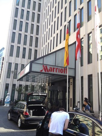 Berlin Marriott Hotel: L'entrata