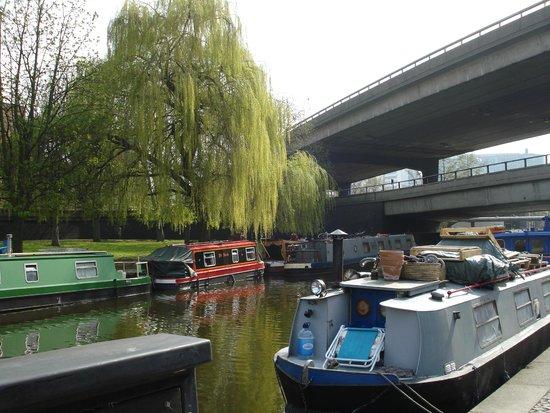Regent's Canal: Barcazas en el canal
