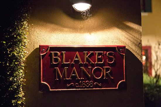 Blakes Manor Deloraine: Blakes at night