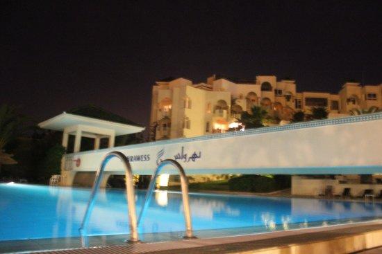 Nahrawess Hotel : бассейн