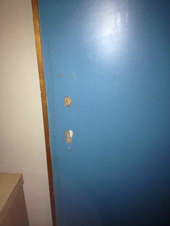 Blue Sea St George's Park: Broken door locks