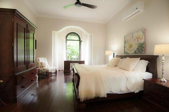 Torburnlea: Romantic bedroom