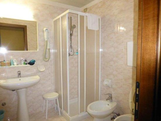 Hotel Splendid Palace: Bathroom
