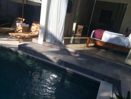 The Club Villas: see thru bedroom with pool ;)
