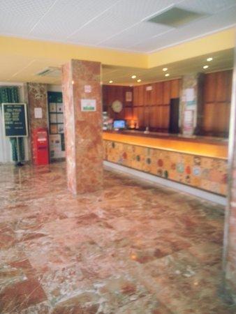 Hotel Tropical: Lobby