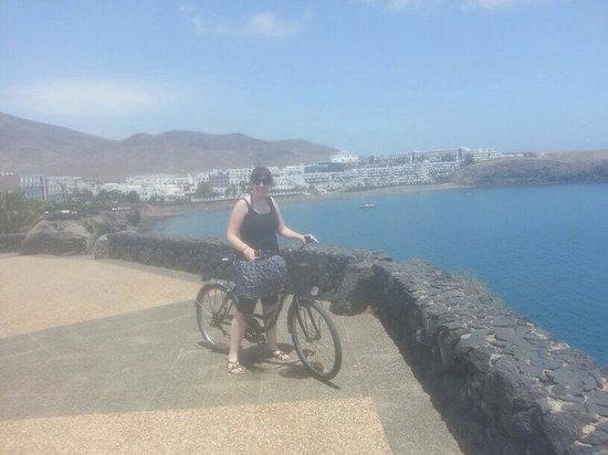 Dream Gran Castillo Resort: Bike hire 10euro for 24hours.. Nice wee basket aswell. Hotel in background. 10min cycle to marin