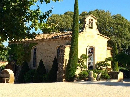 Château d'Estoublon : tiny chapel on the property