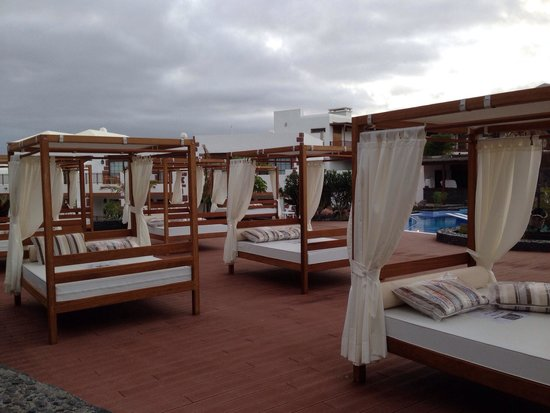 Dream Gran Castillo Resort: Beds....supposedly for new VIP area but would have been great to use when no sunbeds