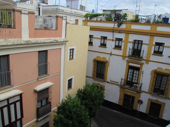 The Boutike Hostel: Вид из окна