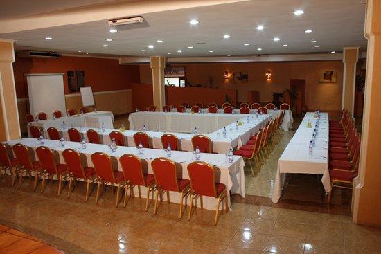 Crossroads Hotel: banquet room