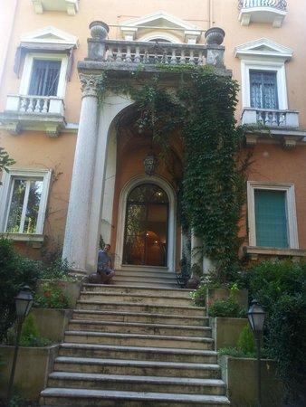 Villa Mangili : Entrance