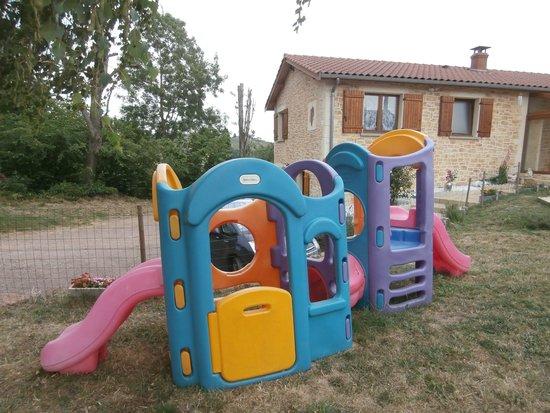 Saint-Julien, França: Terrain de jeux pour enfants