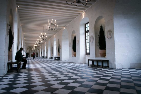 Château de Chenonceau : Hallway abover where the chateau stretches over the river Cher