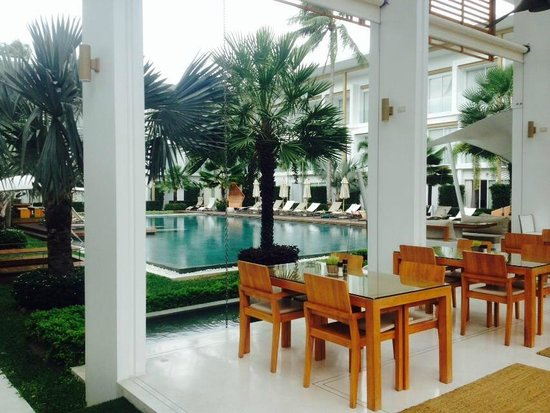 Lanna Samui : pool view and dining area