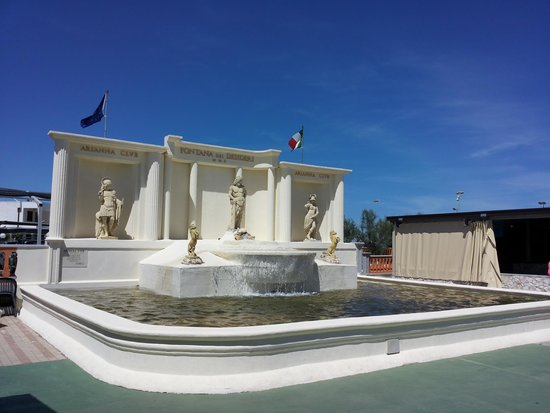 "Club Arianna Hotel Residence: La ""Fontana dei desideri"""