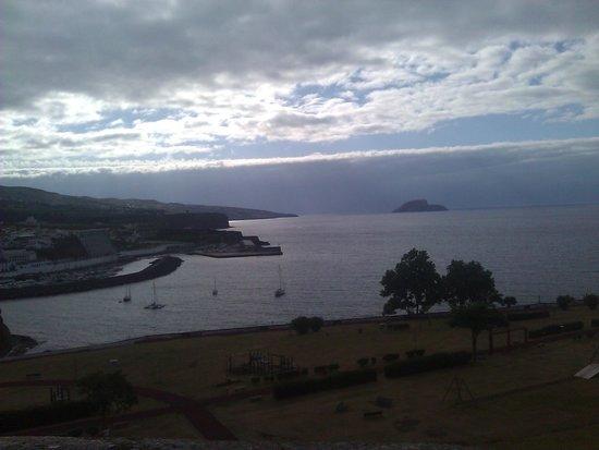 Angra Marina Hotel: Vista hotel desde Monte do Brasil