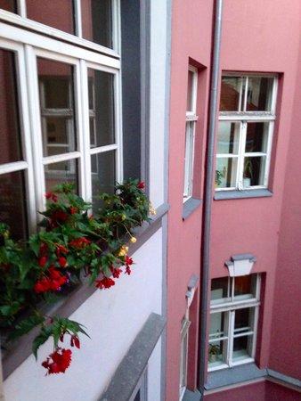 Konventa Seta Hotel: Вид из номера во двор