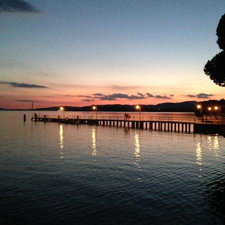 Ristorante Da Luciano Di Cacciatori: Il lago dal ristorante