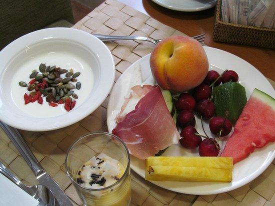 NH Córdoba Califa: завтрак