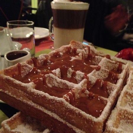 L'Auberge : Dulce de Leche waffle