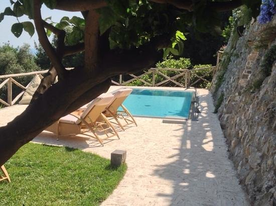 Superb hydro pool picture of villa gianlica praiano for Hydroponic pool