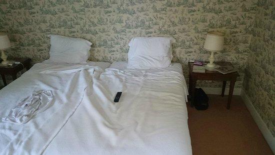 Odesia Vacances Village Club le Domaine de Seillac: lit non fait pendant 6 jours