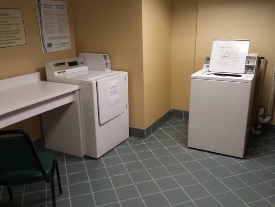 La Quinta Inn & Suites Orlando UCF : Washer and Dryer on 3rd floor