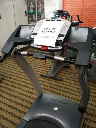 La Quinta Inn & Suites Orlando UCF: Broken Treadmill