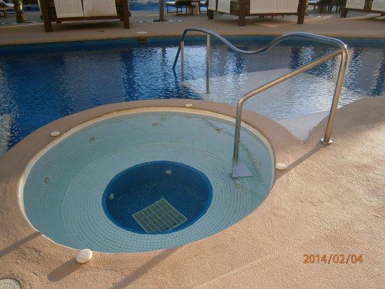 Azul Beach Resort & TUI Sensatori Resort Riviera Cancun : Outside jacuzzi