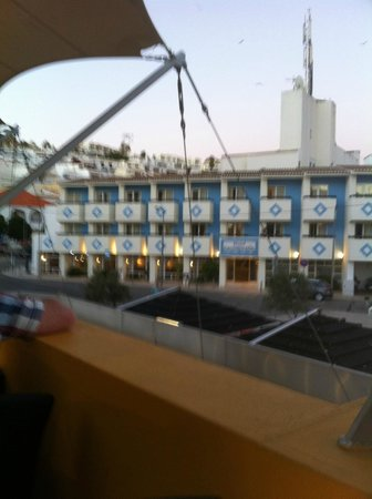 Hotel Carvoeiro Sol : view of hotel from Jan's Pizza restaurant.