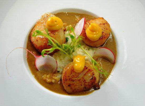 Le Gasquet: noix de st jacques, risotto, jus de roches et sauce rouille