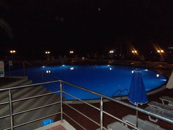 Imperial Belvedere: piscine en contre bas