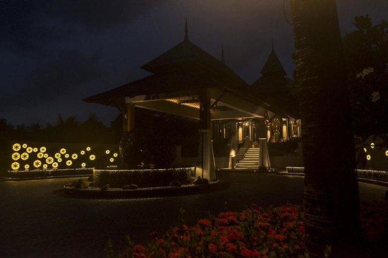 Layana Resort and Spa : Receptie en aankomst by night